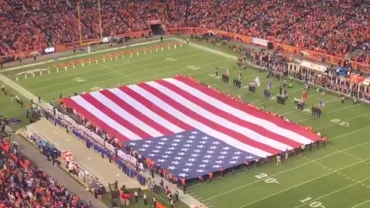 Scotty McCreery Sings National Anthem Before Denver Broncos