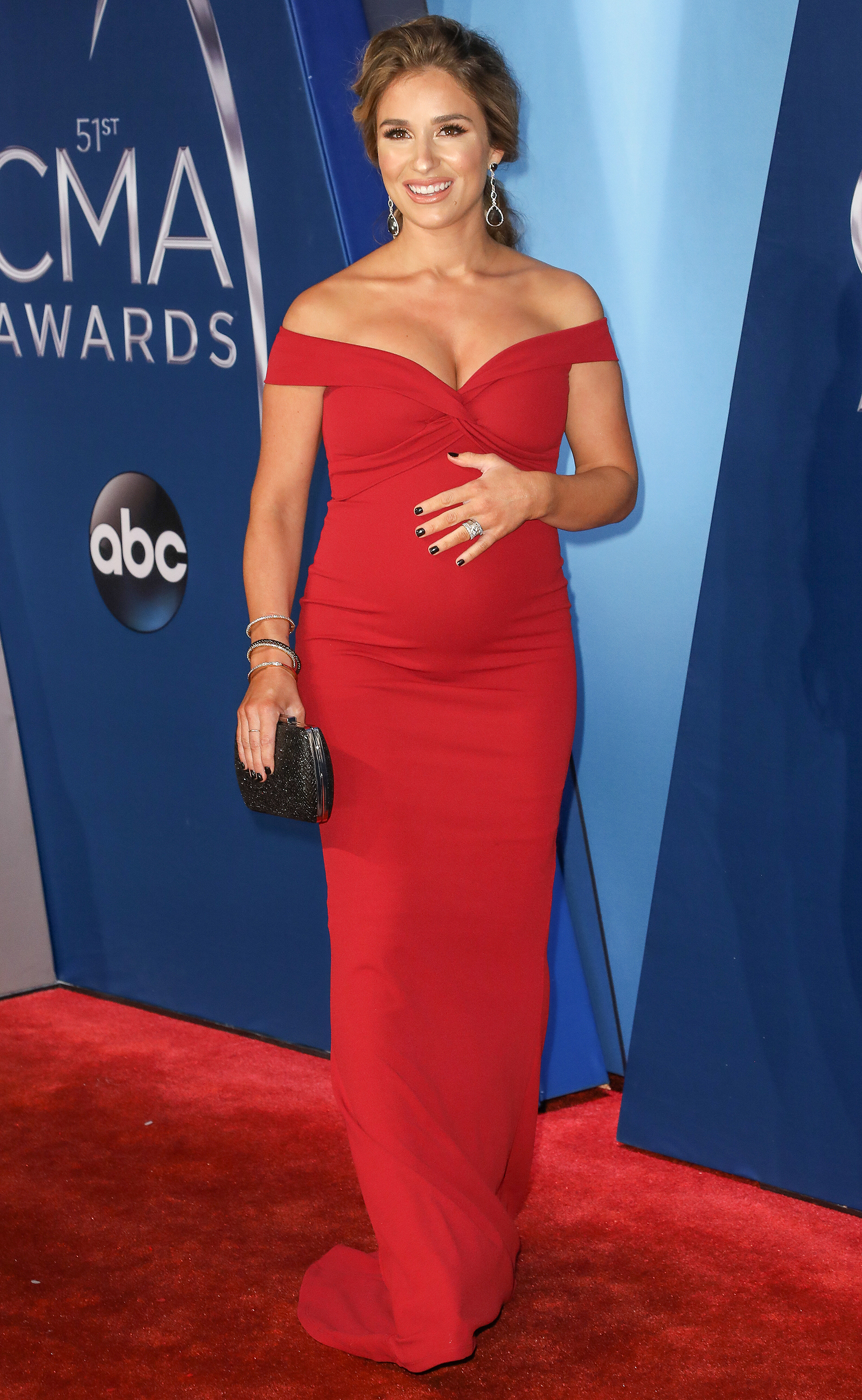 Red Hot Mama! Pregnant Jessie James Decker Walks the Red Carpet at ...